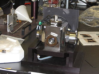 Enzyme assay - A pressure chamber for measuring enzyme activity at high pressure.