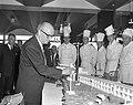 Euromotel geopend door wethouder mr. H.F.C. van Wijck (hijst de vlag op de maque, Bestanddeelnr 914-0938.jpg