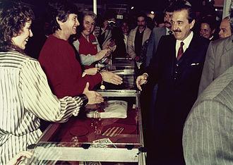 Presidency of Raúl Alfonsín - Alfonsín visiting an exhibition in 1986.