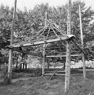 Hay barrack - The structure of a barrack; the holes in the post are elevations where pins can be placed as the roof is raised and lowered