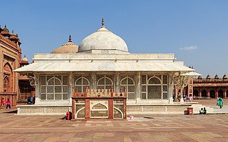Overhang (architecture) - The overhang above, 16th century Tomb of Salim Chishti, Fatehpur Sikri, India