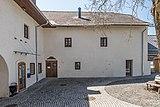 Feldkirchen Kirchgasse 37 Pfarrhof Hofansicht 19042018 3030.jpg