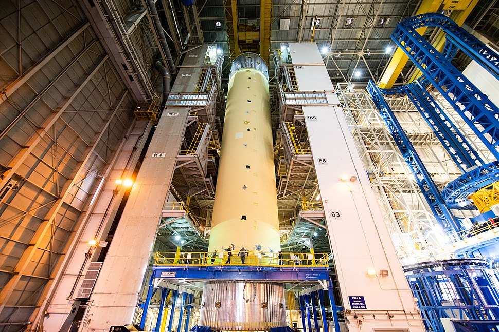 Final assembly of SLS liquid hydrogen tank structural test article