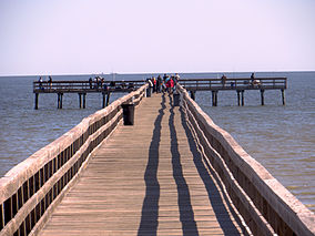 Fishing pier at Pine Gully Park 2014.jpg