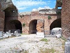 Flavian Amphitheater (Pozzuoli) -4.jpg