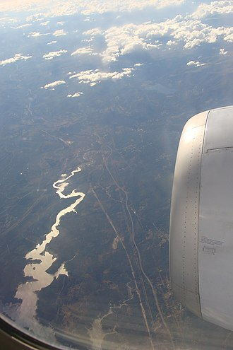 Zêzere River - Image: Flying over Castelo de Bodes dam, Portugal (6017460797)