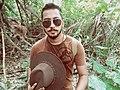 Foto de Richard hidalgo en la selva con samanta.jpg