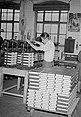 Fotothek df roe-neg 0006264 009 Arbeiter an der Bucheinbandpresse.jpg