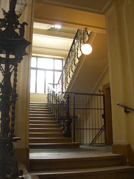 Psicoanálsis - Acceso al primer piso del museo de Freud