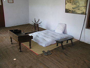 English: Reconstructed Gandhi bedroom in the G...