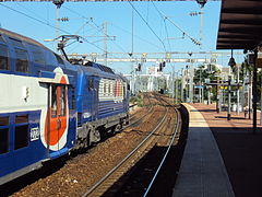 un train stationne a Pontoise