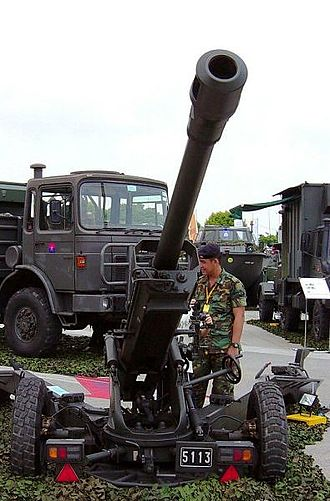 GIAT LG1 - A single LG-1 105 mm light howitzer on static display during Singapore Army Open House.