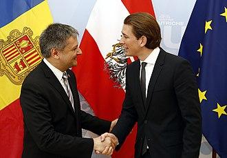Gilbert Saboya Sunyé - Sunye (left) with Sebastian Kurz in 2014