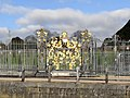 Gilded Gate Coat of Arms at Hampton Court Palace - panoramio.jpg