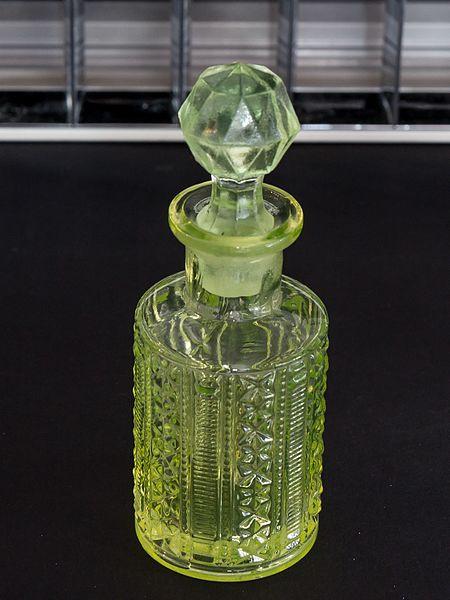 File:Glass flacon under normal light-1382.jpg