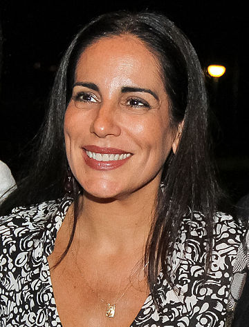 https://upload.wikimedia.org/wikipedia/commons/thumb/7/77/Gloria_pires_2011.jpg/360px-Gloria_pires_2011.jpg