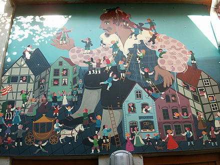Mural depicting Gulliver surrounded by citizens of Lilliput. Gulliver in Liliput, Bremen.jpg