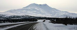 Glenn Highway - Image: Gunsight Mountain Glenn Highway 2