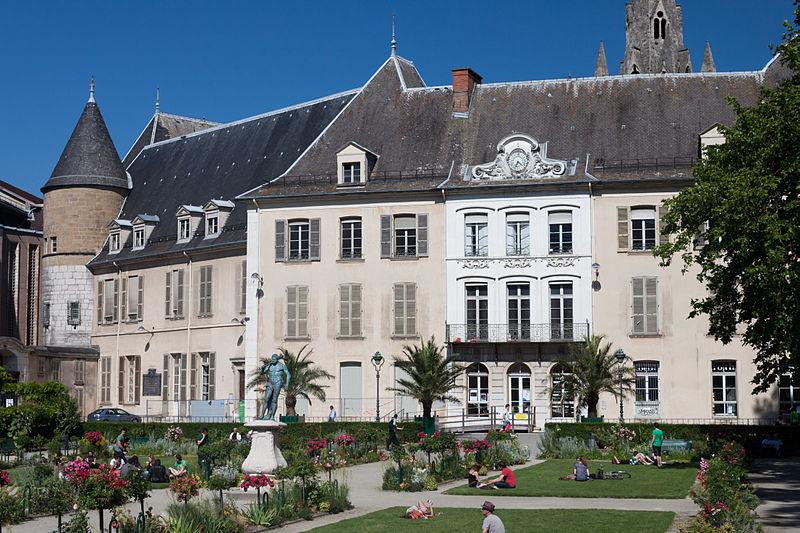 File:Hôtel de Lesdiguières - Juin 2012.jpg
