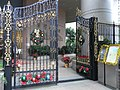 HK Sheung Wan Queen's Terrance entrance gate Xmas Decoration Dec-2009.JPG