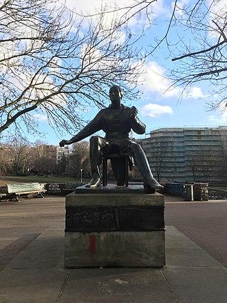 Volkspark am Weinberg - Heinrich Heine statue at the parks entrance