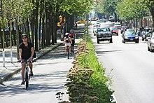 Vancouver, Kanada'da bisiklet şeridi kullanan bir grup bisikletçi