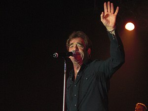 Huey Lewis - Lewis performing in Nashville, Tennessee, November 2008