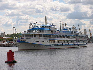 I.A. Krylov on Khimki Reservoir 23-jul-2012 03.JPG