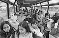 Indonesische meisjes arriveren op Schiphol voor verpleegstersopleiding meisjes , Bestanddeelnr 924-2186.jpg