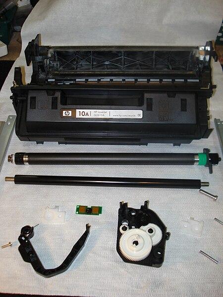 montaż zamienników tonerów