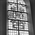 Interieur, gedeelte van gebrandschilderd raam met het wapen van Beverwijk - Bloemendaal - 20400081 - RCE.jpg