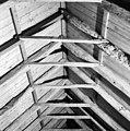 Interieur, kap boven de haanhouten, gezien naar het oosten. Op de sporen en hanenbalken bevinden zich telmerken. - Oosterwijtwerd - 20400731 - RCE.jpg