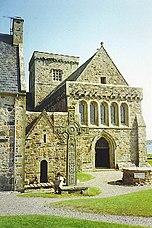 Iona Abbey, Entrance and St John's Cross. - geograph.org.uk - 113441.jpg