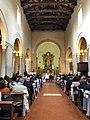 Italie, Ravenne, Santa Maria Magiore, nef principale où a lieu un mariage (48087101247).jpg