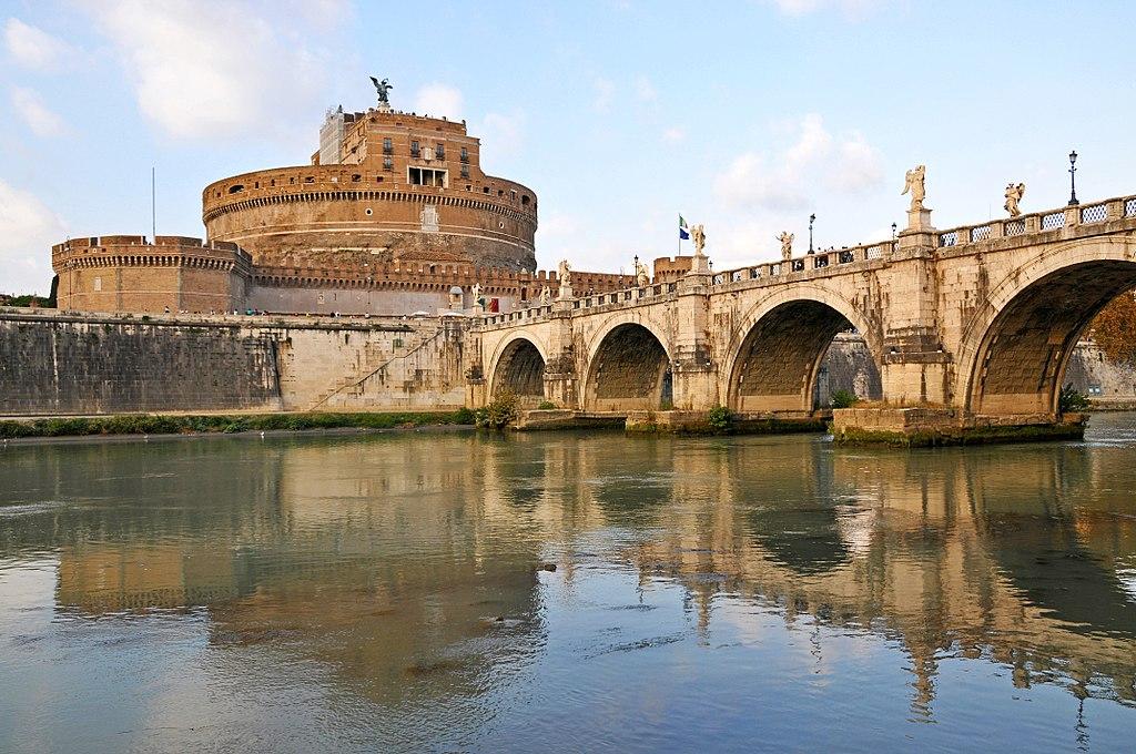 Castel Sant'Angelo à Rome vu depuis la rive du Tibre - Photo de Dennis Jarvis