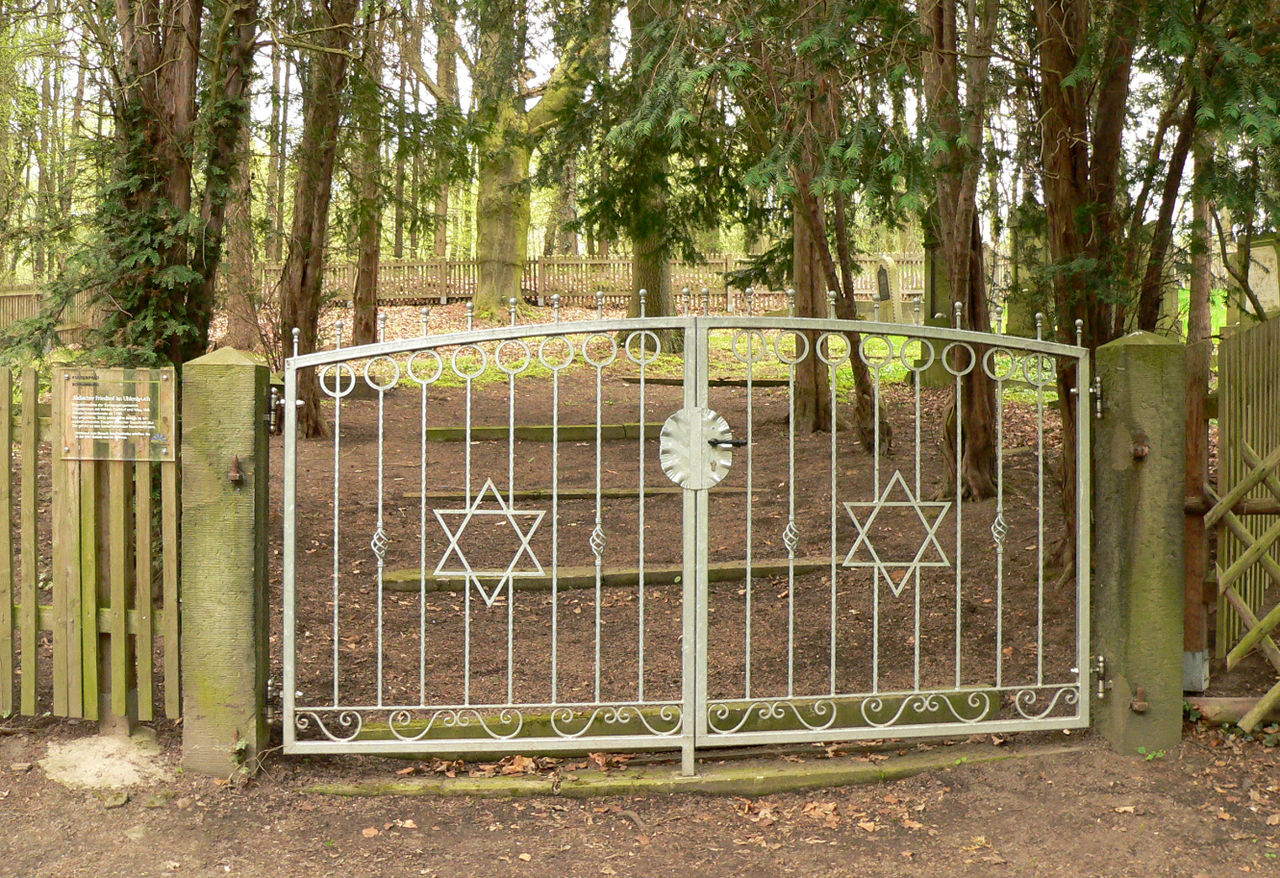 Jüdischer Friedhof Obernkirchen Tor.jpg