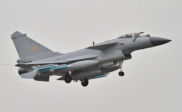 东风行动 – Dongfeng Xingdong – Opération Vent d'Est 640px-J-10B_with_PL-10_and_PL-12