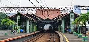 Gambir railway station - Main platform of Gambir station