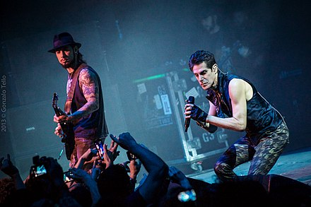 Dave Navarro and Perry Farrell Jane's Addiction - Teatro Caupolican (10339365676).jpg