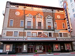 Jefferson Theatre facade, Beaumont, Texas.jpg
