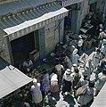 Jeruzalem Markttafreel in een nauwe straat met aan weerzijden winkeltjes hebbe, Bestanddeelnr 255-9228.jpg