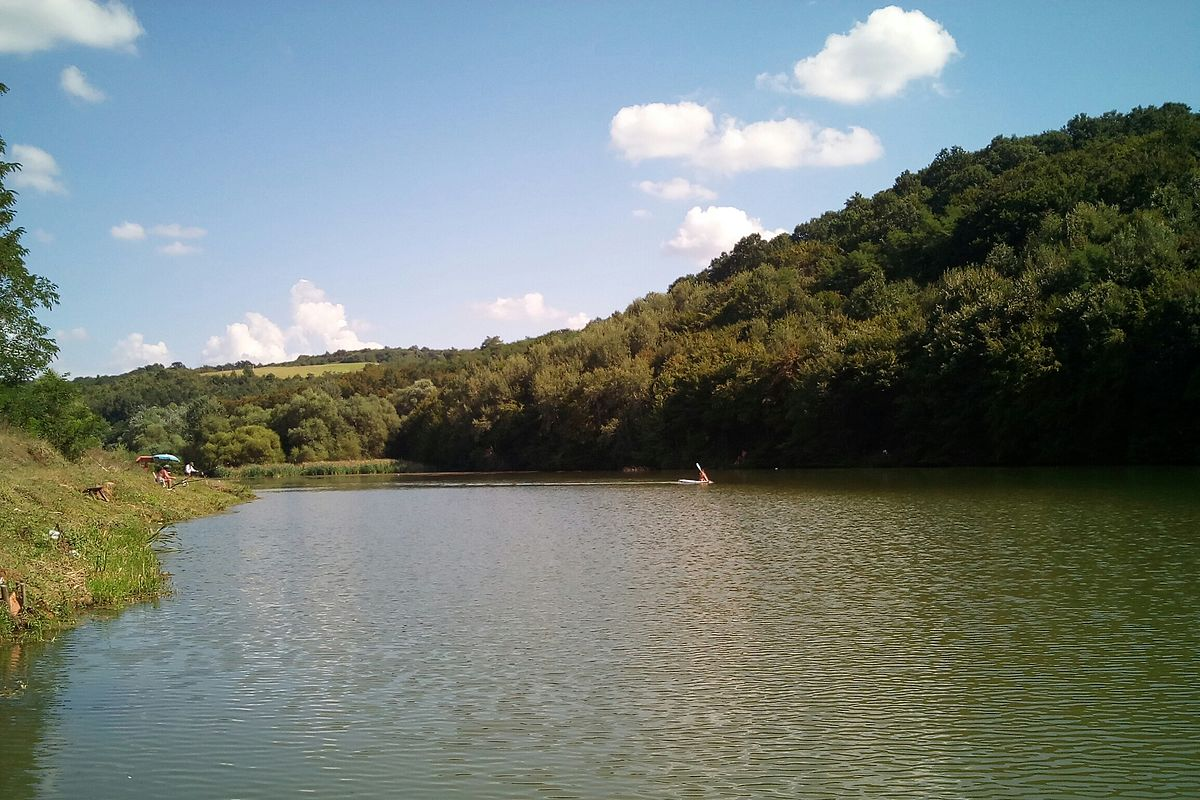 Jezero Duboki Potok.jpg