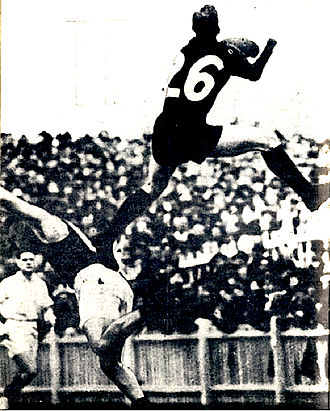 "Jim Park (footballer) - Jim Park soaring over ""Tarzan"" Glass, Princes Park, 12 May 1938"