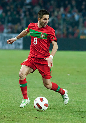 Joao Moutinho – Portugal vs. Argentina, 9th February 2011 (1).jpg