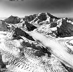 Johns Hopkins, Mount Bertha and Mount Crillon, tidewater glacier and icefall, September 12, 1973 (GLACIERS 5509).jpg