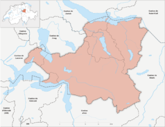 """Mapa konturowa Schwyzu, blisko centrum u góry znajduje się punkt z opisem """"Einsiedeln"""""""