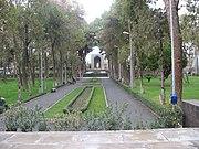باغی که آرامگاه خیام در آن قرار دارد، تصویر از کنار آرامگاه امامزاده محروق گرفته شدهاست و در ورودی قدیمی این باغ در تصویر دیده میشود.