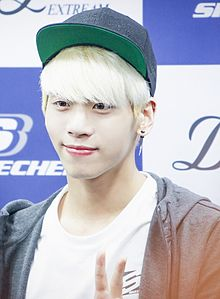 Description de l'image Kim Jong Hyun at a fansign of Skechers on February 2014 02.jpg.