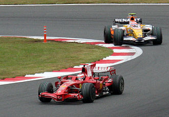 2008 Japanese Grand Prix - Nelson Piquet closes in on Kimi Räikkönen late in the race.