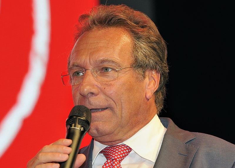 File:Klaus Ernst Die Linke Wahlparty 2013 (DerHexer) 03.jpg